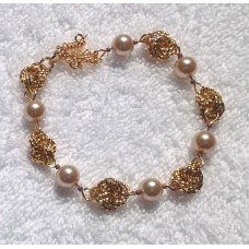 Gold Knot and Pearl Bracelet